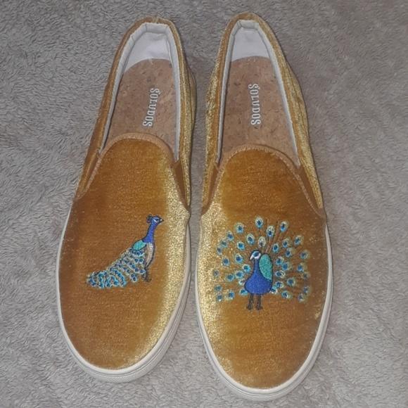 Like New Soludos Velvet Peacock Slipon